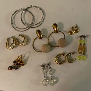 Jewelry - 💝 3/$20 Lot of 8 pairs of dangle earrings GUC